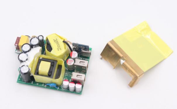 XinSPower新斯宝三口USB PD充电器P301拆解