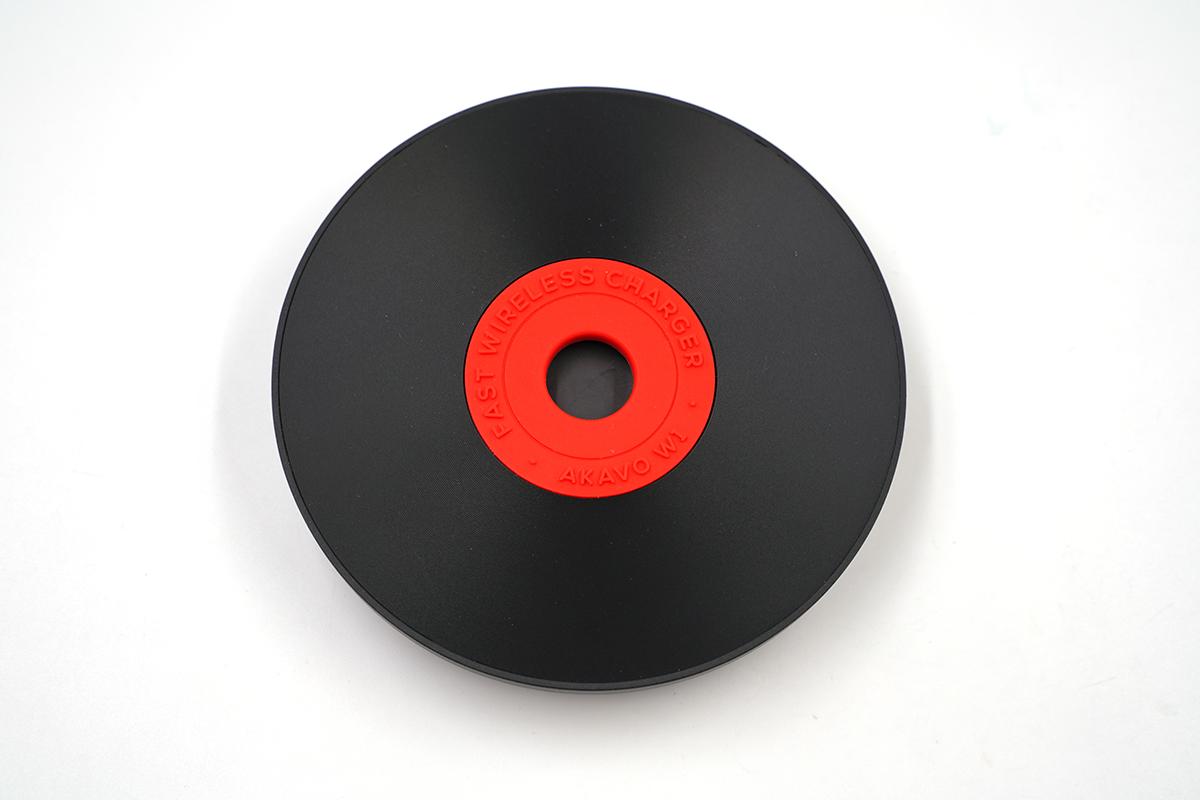 """带风扇的""""黑胶唱片"""",爱否开物W1无线充电器评测(AFW02)"""
