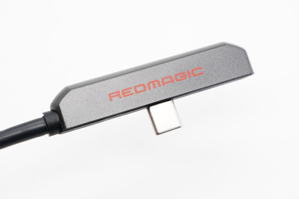 支持 4K 投屏和 PD 快速充电,努比亚红魔手游拓展坞上手体验-充电头网