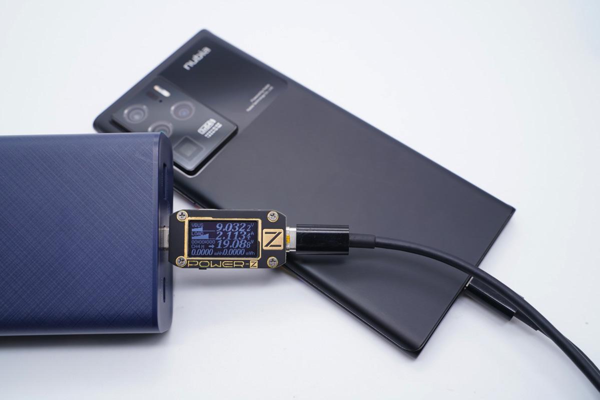 能为笔记本充电能带上飞机,UGREEN绿联的这款充电宝适合出行差旅携带-充电头网