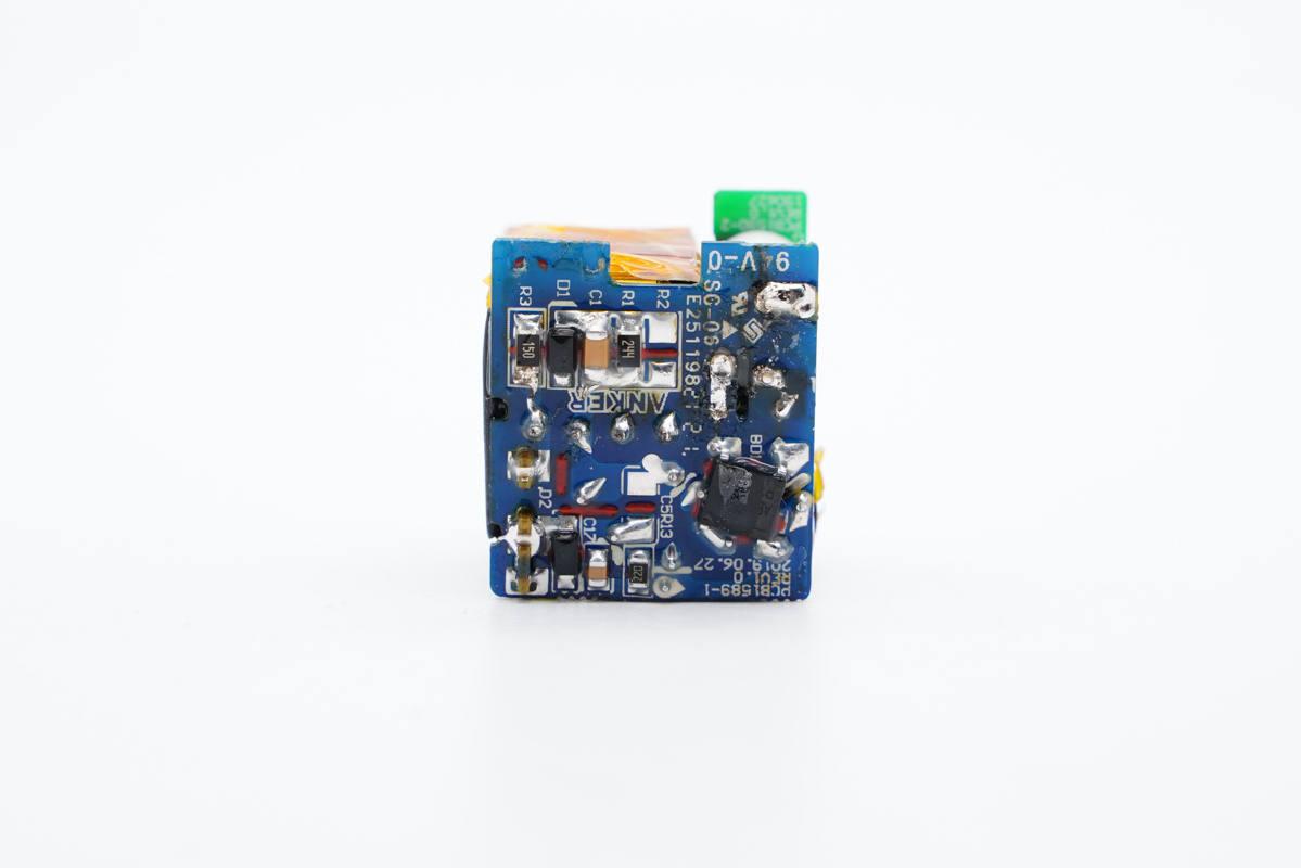 专为iPhone 13设计,ANKER安克新款迷你20W安芯充A2637拆解-充电头网