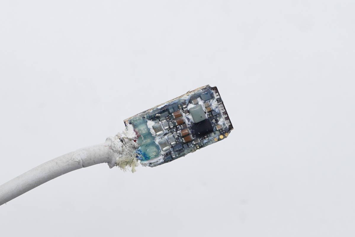 拆解报告:Apple Watch Series 7原装USB-C口磁吸充电器-充电头网