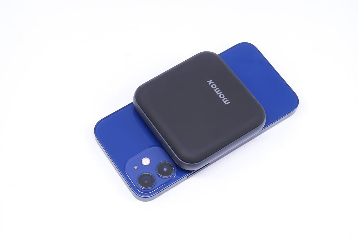 小而强大,MOMAX超迷你MFi认证磁吸无线充电宝评测-充电头网