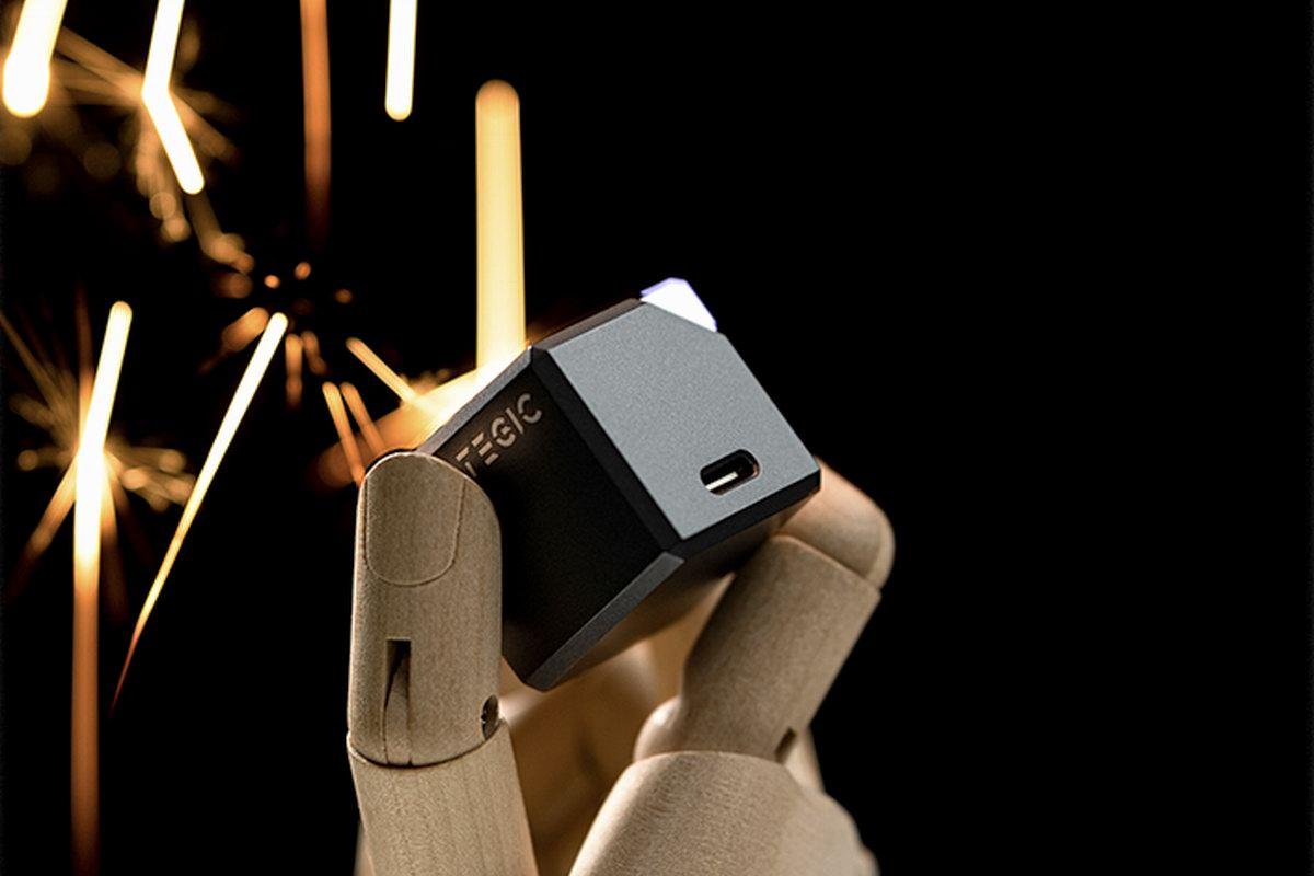 TEGIC推出30W氮化镓迷你充,硬核科技感设计,喂饱iPhone13-充电头网
